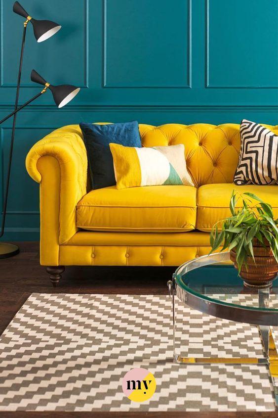Sofá mostaza de pinterest decoración