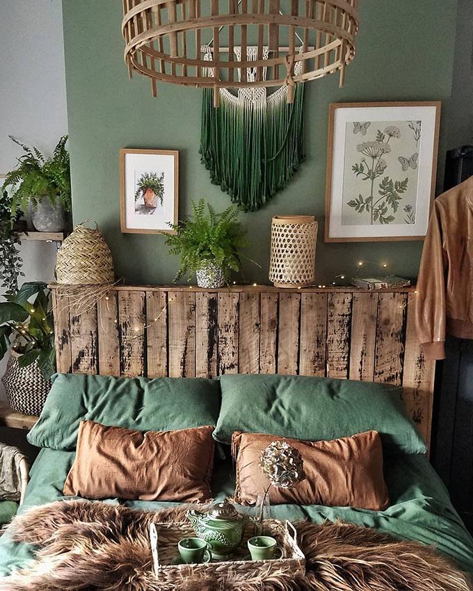 Como conseguir el dormitorio Boho Chic perfecto. Te damos las mejores ideas y consejos. Esta habitación Boho en tonos marrones es increíble.